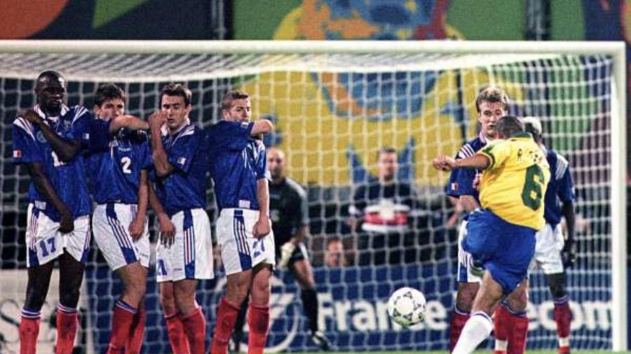 France-Brésil, 1997 : Roberto Carlos et le coup franc du siècle