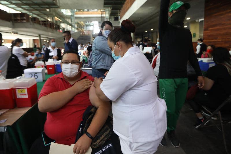 México suma 200 muertes y llega a 230.624 fallecimientos por coronavirus