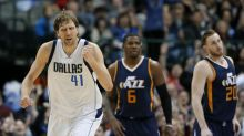 Dirk's clutch jumper sends Mavs to big comeback win, strengthens playoff hopes