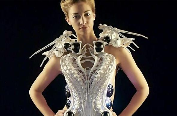 3D-printed robotic spider dress keeps creeps at bay