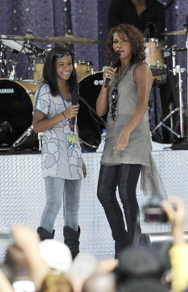 """Bobbi Kristina Brown and Whitney Houston perform on ABC's """"Good Morning America"""" on September 1, 2009 in New York City (AFP Photo/Larry Busacca)"""