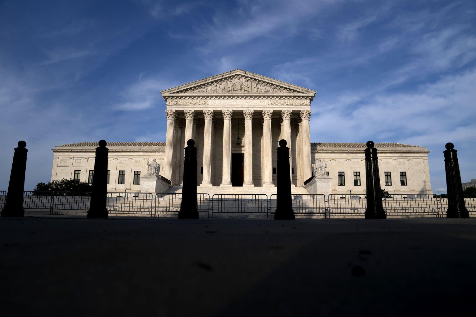Fannie, Freddie Plunge as High Court Deals Blow to Investors