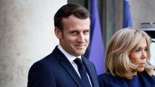 """Emmanuel et Brigitte Macron : la vérité dévoilée sur la """"vidéo terrible"""" de leur exfiltration des Bouffes du Nord ?"""