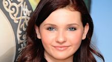 Actress Abigail Breslin reveals her father has died from Covid