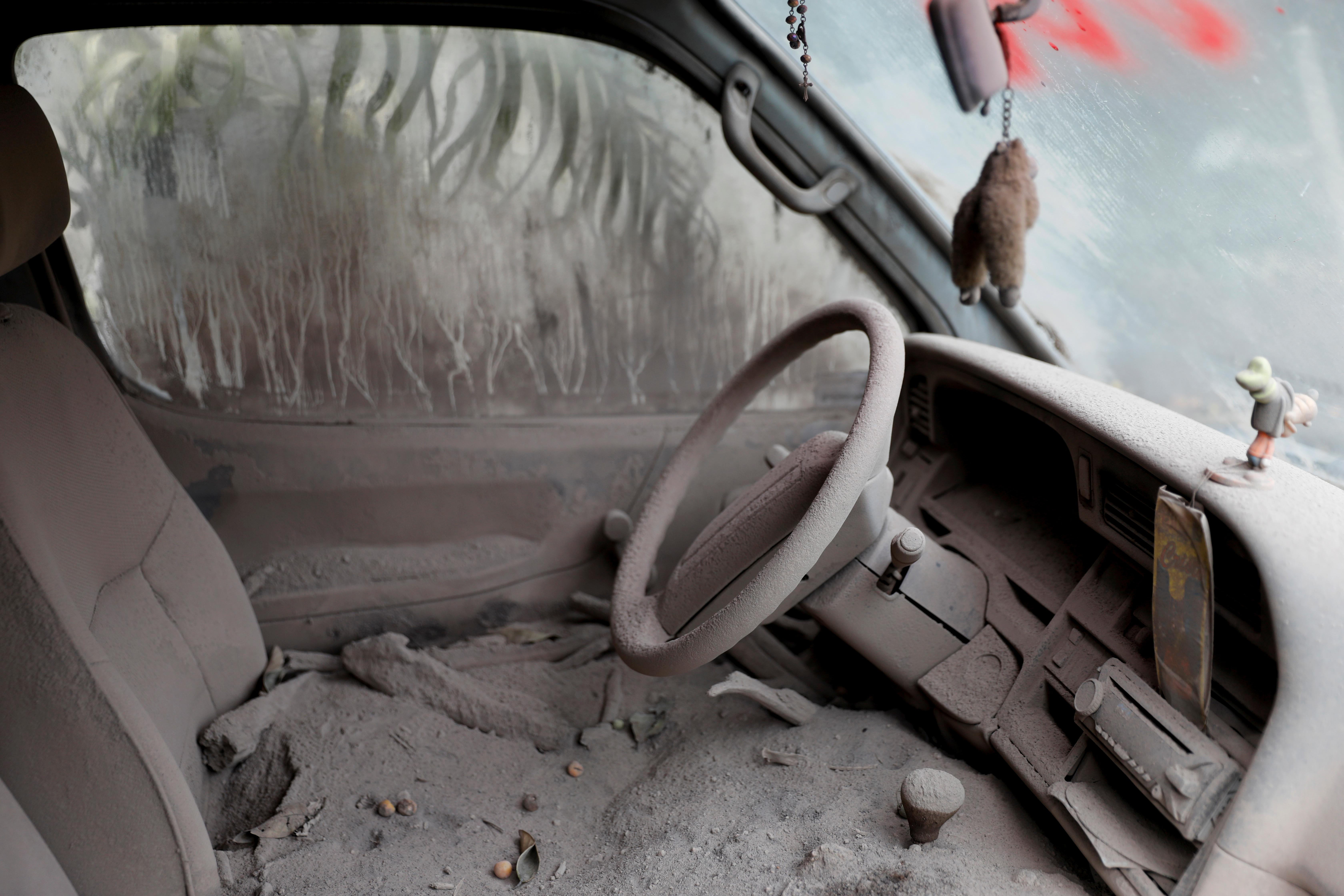<p>A car is seen covered in ash after the eruption of the Fuego volcano at San Miguel Los Lotes in Escuintla, Guatemala, June 10, 2018. (Photo: Carlos Jasso/Reuters) </p>