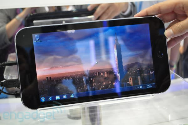 iiView M1Touch is a 10-inch iPhone tablet, seriously (video)