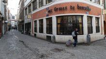 Bruxelles chiude bar e caffè. Limiti alla socialità, massimo 3 persone al mese