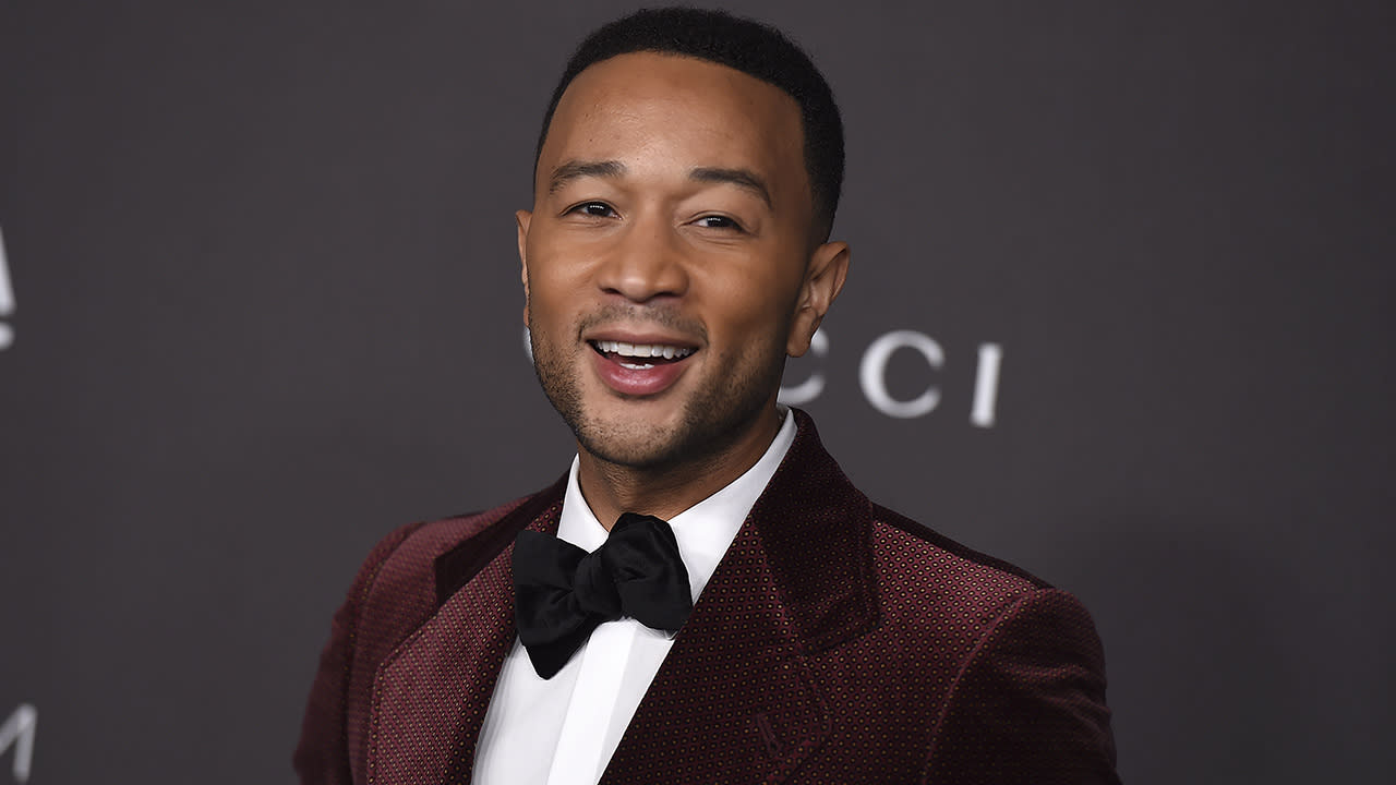 John Legend, Kelly Clarkson release #MeToo-friendly cover of 'Baby It's Cold Outside' Video