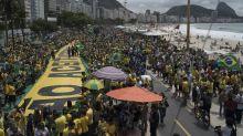 Bolsonaro entra en la recta final de la campaña con un fuerte apoyo en la calle