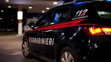 Napoli, carabiniere interviene per sedare lite: pestato