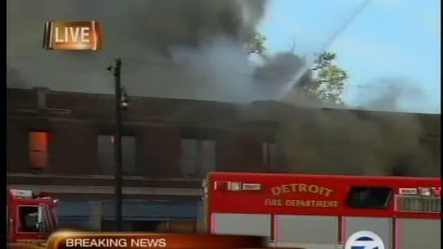 Detroit building fire, firefighter hurt