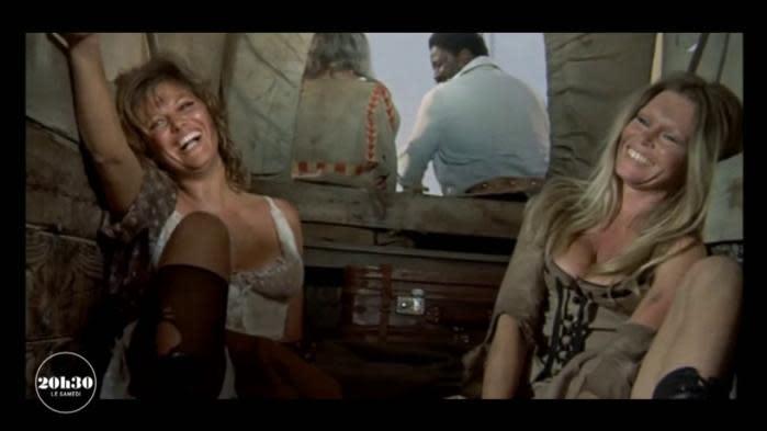 """Brigitte Bardot et Claudia Cardinale confient des souvenirs de tournage du film """"Les Pétroleuses"""" au magazine """"20h30 le samedi"""""""