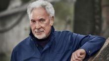 Tom Jones: Surrounded By Time review – clever experiments by chameleonic crooner