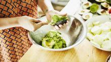 El ingenioso truco para mantener el aguacate fresco en el refrigerador después de cortarlo