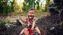 Mãe é criticada por fotografar o filho como zumbi e a explicação por trás das fotos emociona