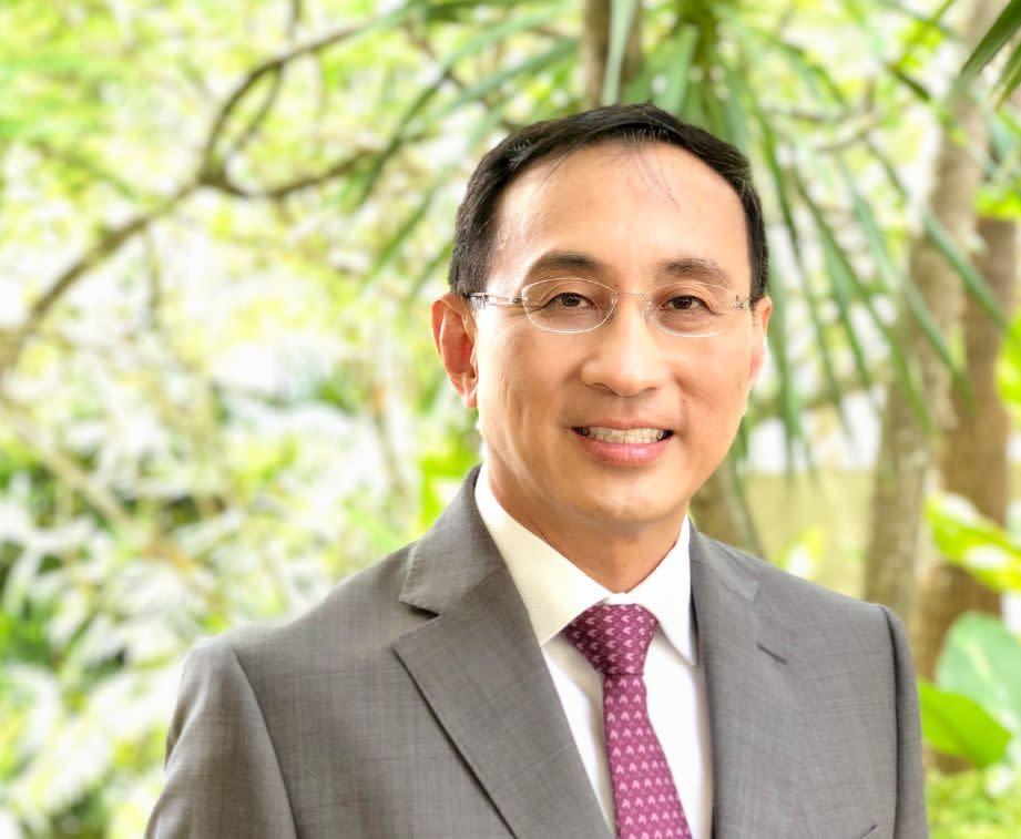Former SMRT CEO Desmond Kuek To Join UBS Global Wealth