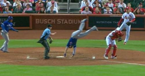 Baseball - WTF - Le saut incroyable d'un joueur de baseball des Toronto Blue Jays pour marquer un point
