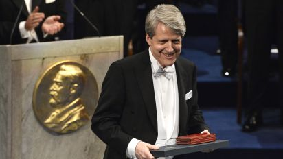 Doubt about a Nobel prize winner's valuation ratio