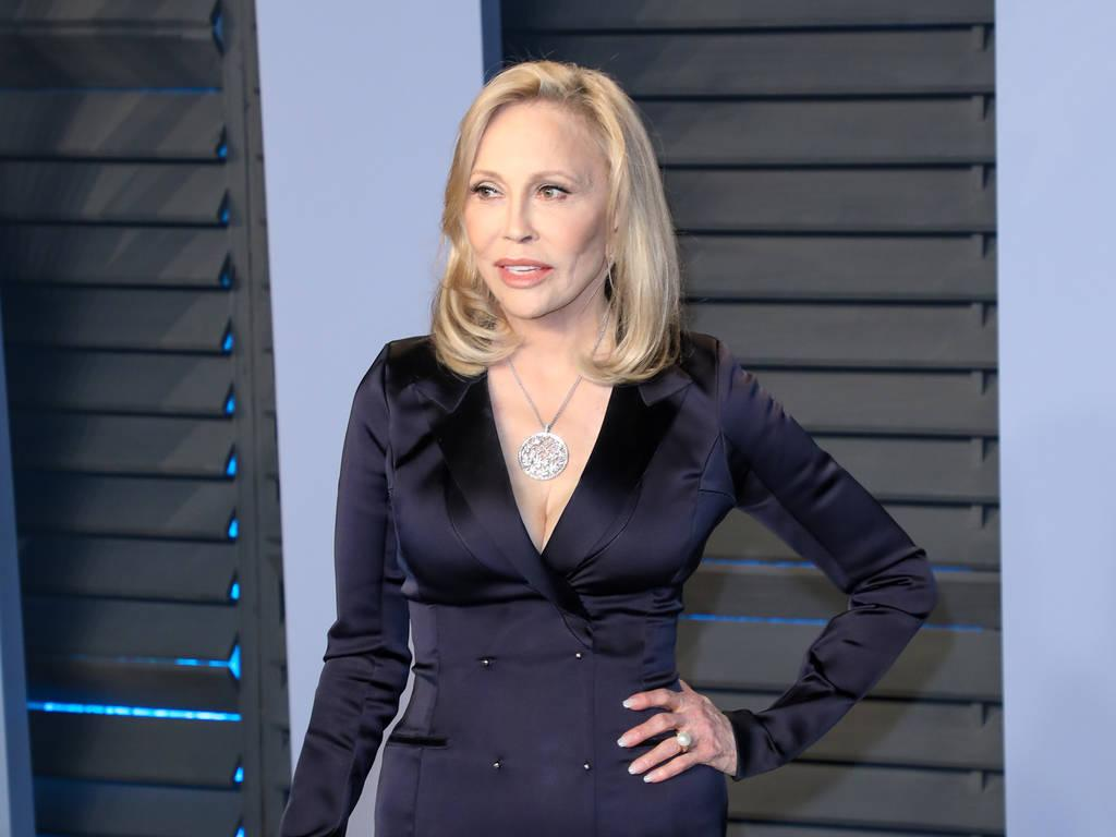 Faye Dunaway Bombed On Stage Before Firing From Play Report