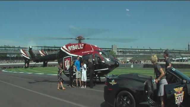 Andrew Luck, Riley kids take lap in Indy 500 pace car