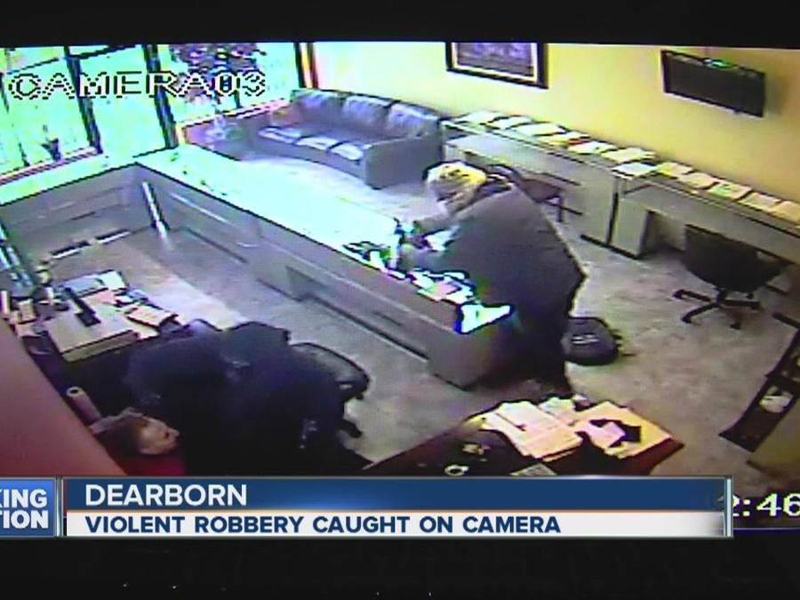 video show intense smash and grab robbery at dearborn