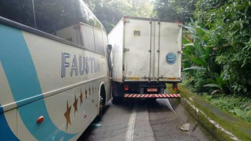 Ônibus com torcida do Novorizontino sofre acidente na Anchieta