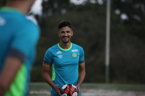 Túlio de Melo pede Chapecoense concentrada no Cruzeiro