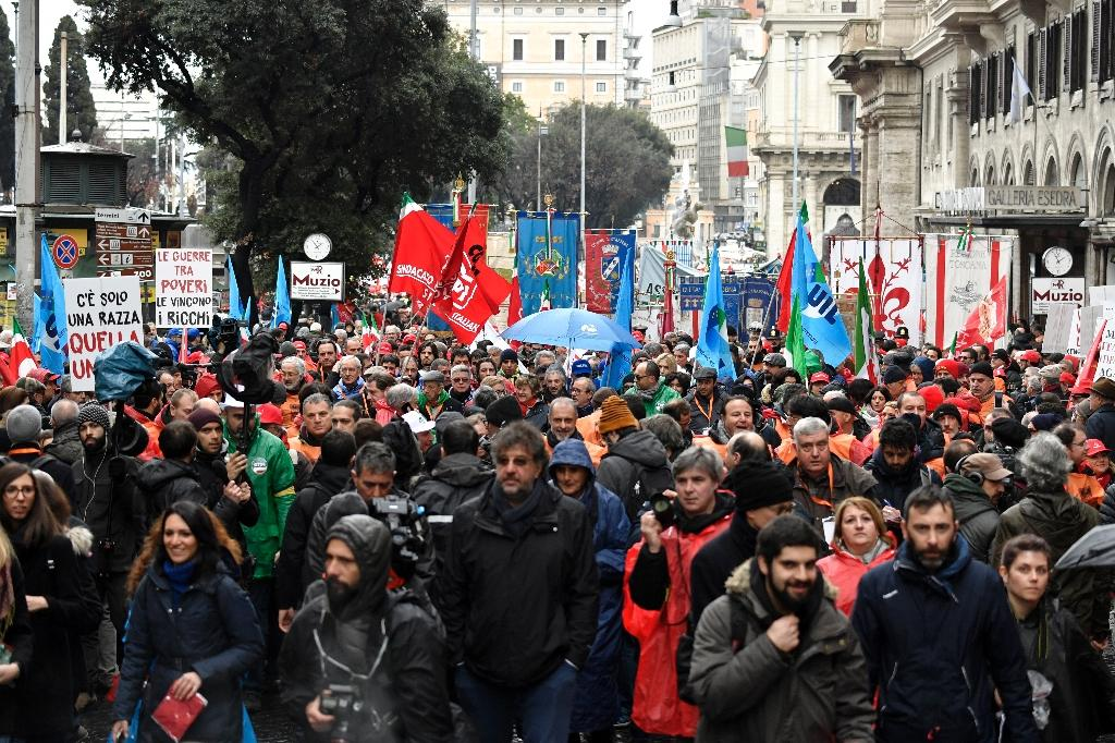 An anti-fascist march in downtown Rome began calmly on Thursday (AFP Photo/Andreas SOLARO)