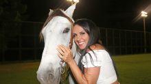 Graciele Lacerda ganha cavalo de Zezé em festa de aniversário surpresa