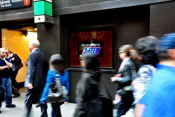 NY storefront hosts the first no-glasses 3D LCD ad