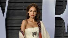 Eiza González se equivocó de vestido