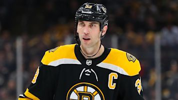 Bruins' Zdeno Chara lands cheap shot on unsuspecting John Tavares