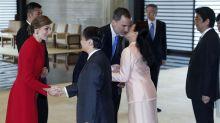 El beso de los Reyes a Masako no es un fallo de protocolo, es solo un gesto de cariño y reconocimiento