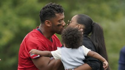 Wilson's kid for the Win: Son's first steps at practice