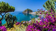 Case vacanza ad agosto, Ischia è la più cara in Italia