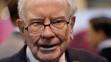 Buffett appears to fault Trump, laments deals dearth in Berkshire letter