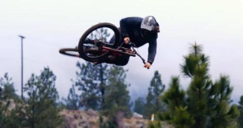 VTT - Raw 100 : une descente brute en forêt avec Matty Miles