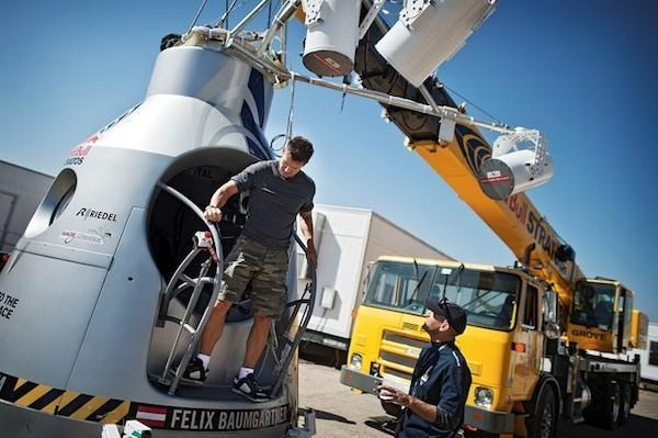 Watch Felix Baumgartner's space dive live right here at 9:30AM ET (update: more delays)