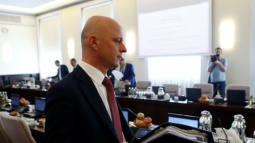 Polish PM replaces finance minister as pushes stimulus plan