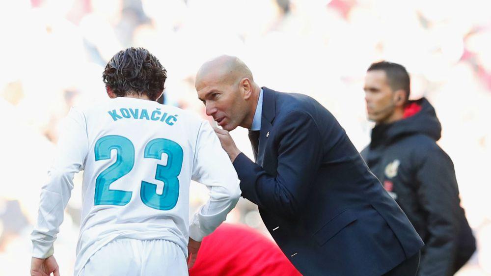 Zidane's midfield gamble gifts LaLiga to Barcelona