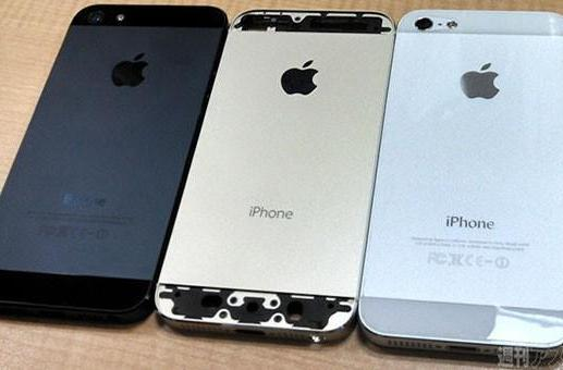 Gold iPhone 5S poses with current model in leaked group shot (updated with more shots, dual-LED flash?)