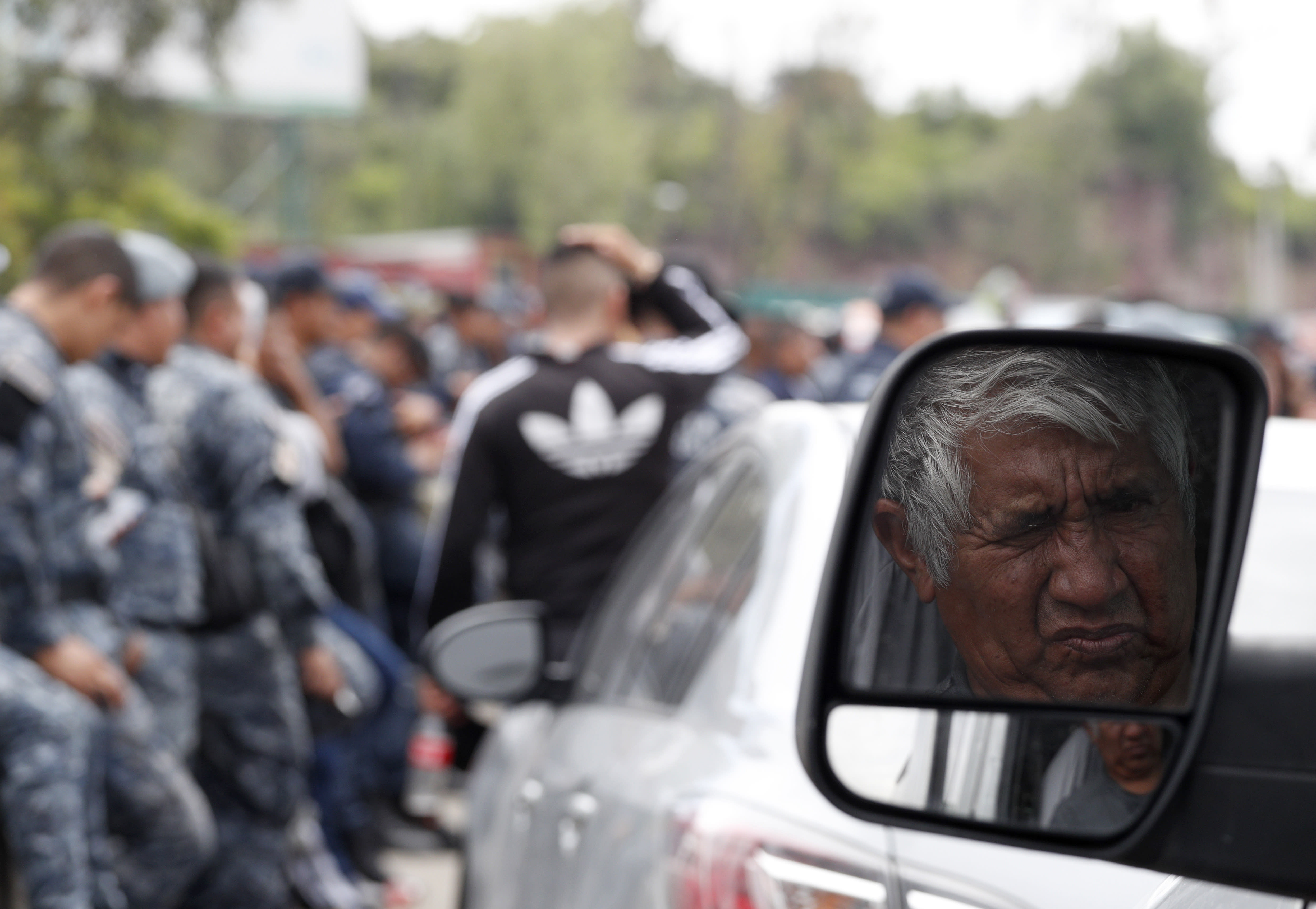 30c01d99e6 Mexican police revolt against plans to join National Guard