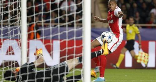 Foot - C1 - Vidéo : Gianluigi Buffon sauve la Juventus devant Kylian Mbappé (Monaco)