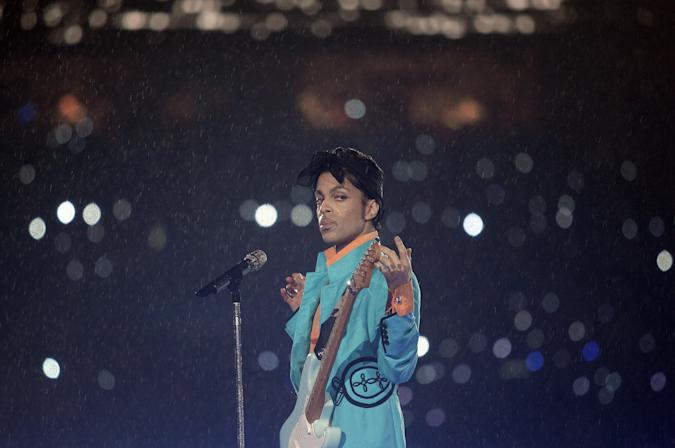 Miami, UNITED STATES: US musician Prince performs during half-time 04 February 2007 at Super Bowl XLI at Dolphin Stadium in Miami between the Chicago Bears and the Indianapolis Colts.     AFP PHOTO/Jeff HAYNES (Photo credit should read JEFF HAYNES/AFP via Getty Images)