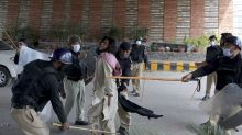 Pakistan forces try to clear sit-ins by protesting Islamists