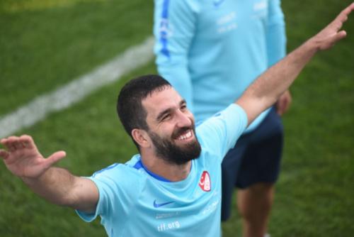 Por lesão, Arda Turan deixa a seleção da Turquia e volta a Barcelona
