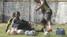 Goleiro Bruno leva vida discreta e mantém rotina de treinos diários em Cabo Frio, onde vive hoje