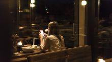 Frau trauert um toten Ex – bis sie ihn in einem Restaurant trifft