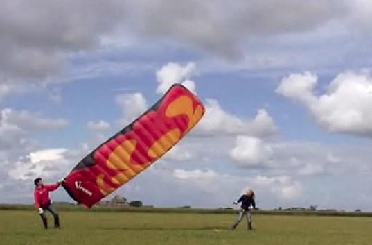 Dutch scientists develop kite power system with enough juice for 10 homes