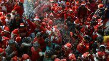 Em Londres, Papai Noel se prepara para Natal com distanciamento social